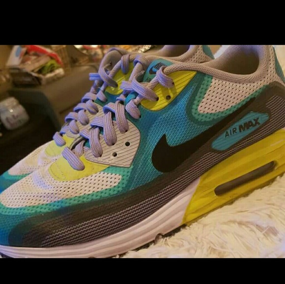 Gently Loved Nike Air Max Tennis Shoes